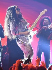 "H.E.R. performs ""Hard Place"" at the Grammys."