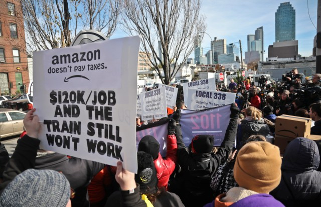 4a75ee1b-7032-463c-9f6c-e83c0333cb5b-AP_Amazon_HQ_Protest Amazon lessons for voters, taxpayers, New York and the 237 other places that bid for HQ2