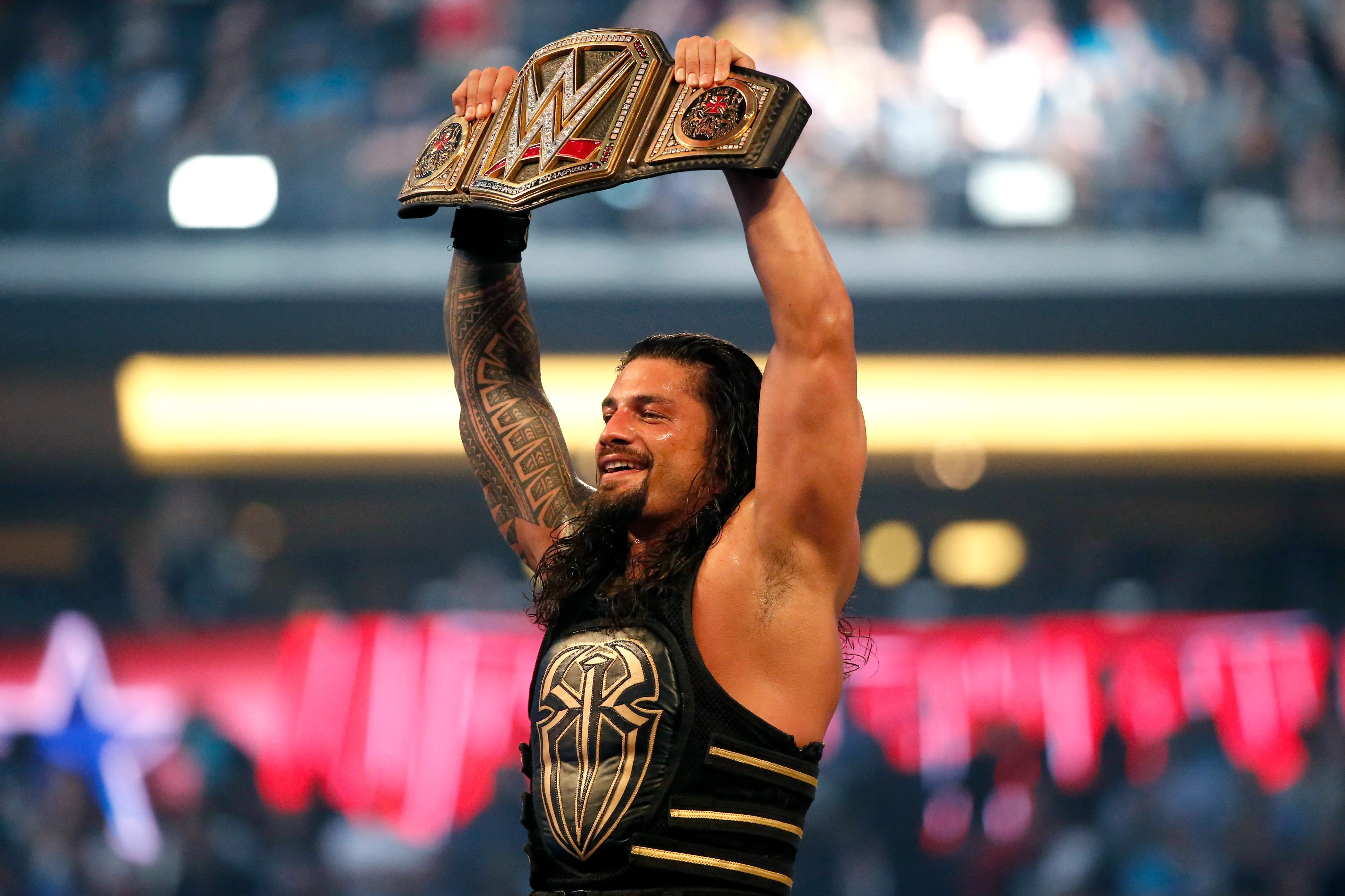 Roman Reigns announces on WWE Raw his leukemia is in remission