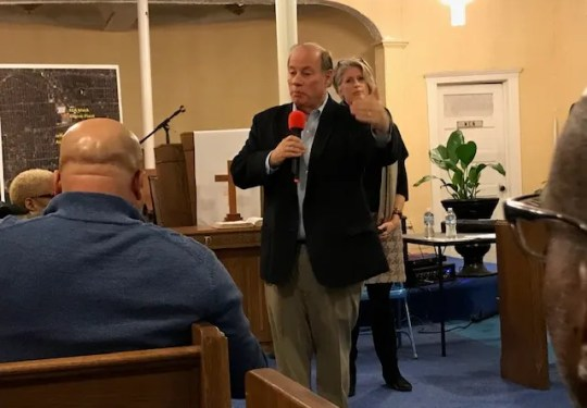 Mayor of Detroit Mike Duggan made questions from residents who entered the Fiat Chrysler plans, Thursday at Siloam Masonry Baptist Church on the east.