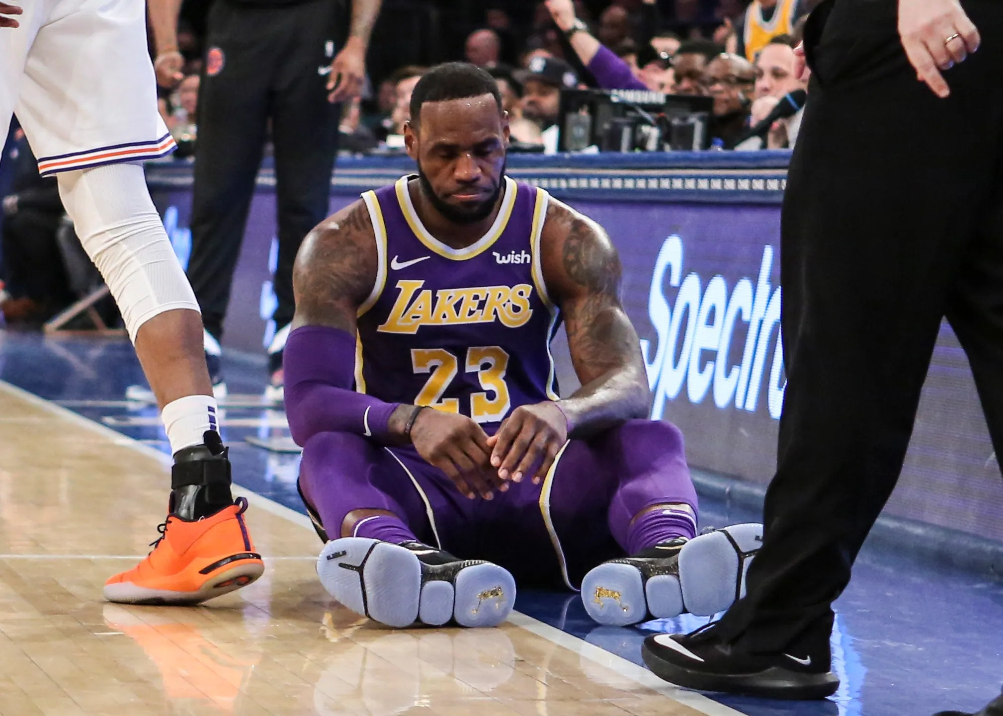 New York Knicks beat Los Angeles Lakers and LeBron James