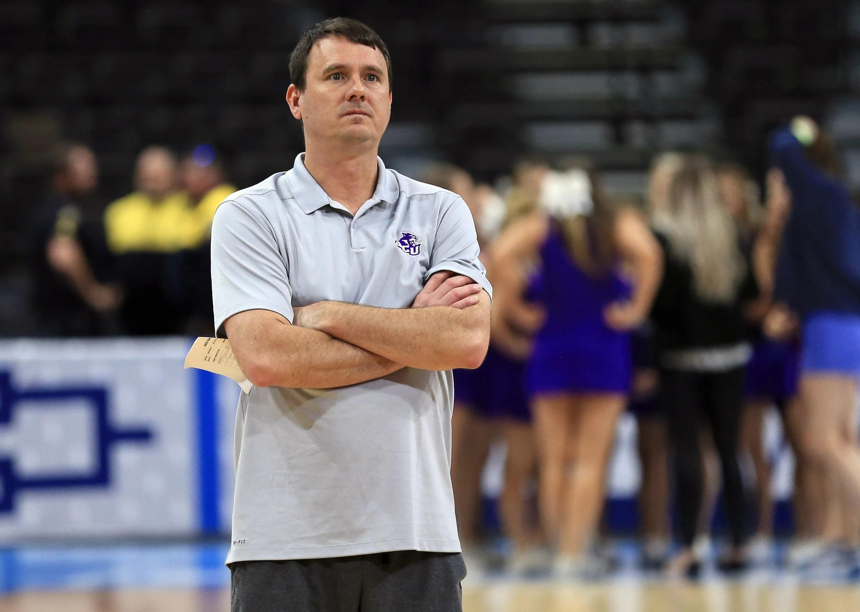 Joe Golding: ACU coach puts on a show, hopes team can too ...
