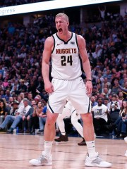 Mason Plumlee reacts during the Nuggets' win over the Spurs.