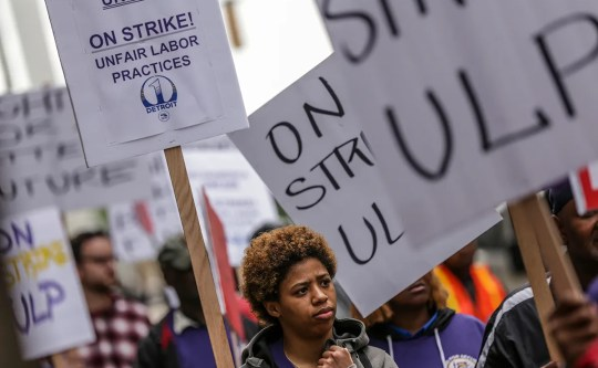 Aleia Lockeridge, 20, of Detroit, joins the Union's International Employees Local Service 1, in close co-operation with uninvited security guards in Bedrock owned buildings in the center of Detroit in front of the Detroit center Ally building after a planned walk and strike. Thursday, June 13, 2019. SEIU announced the strike, which is trying to organize the workers and help them push $ 15 per hour to push.