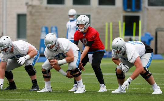 Matthew Stafford prepares the fourth fifth lion from Frank Ragnow's offensive hurdle during the practice on Thursday, June 13, 2019, in Allen Park.