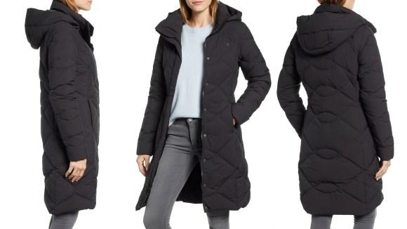 Puede ser verano, pero es un momento inteligente para pensar en guardar un paquete en una nueva chaqueta de invierno.