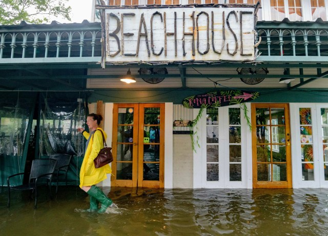 021a08cd-f731-4411-9092-2497b67006db-AP_Tropical_Weather_6 More than 160,000 without power in Louisiana as Tropical Storm Barry weakens; flooding still a concern