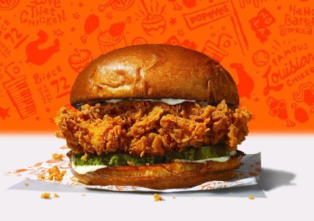 85b52b4c-b790-41b0-8f7a-3805421ccaeb-Popeyes_Chicken_Sandwich Fried chicken sandwich battle heats up between Popeyes and Chick-fil-A