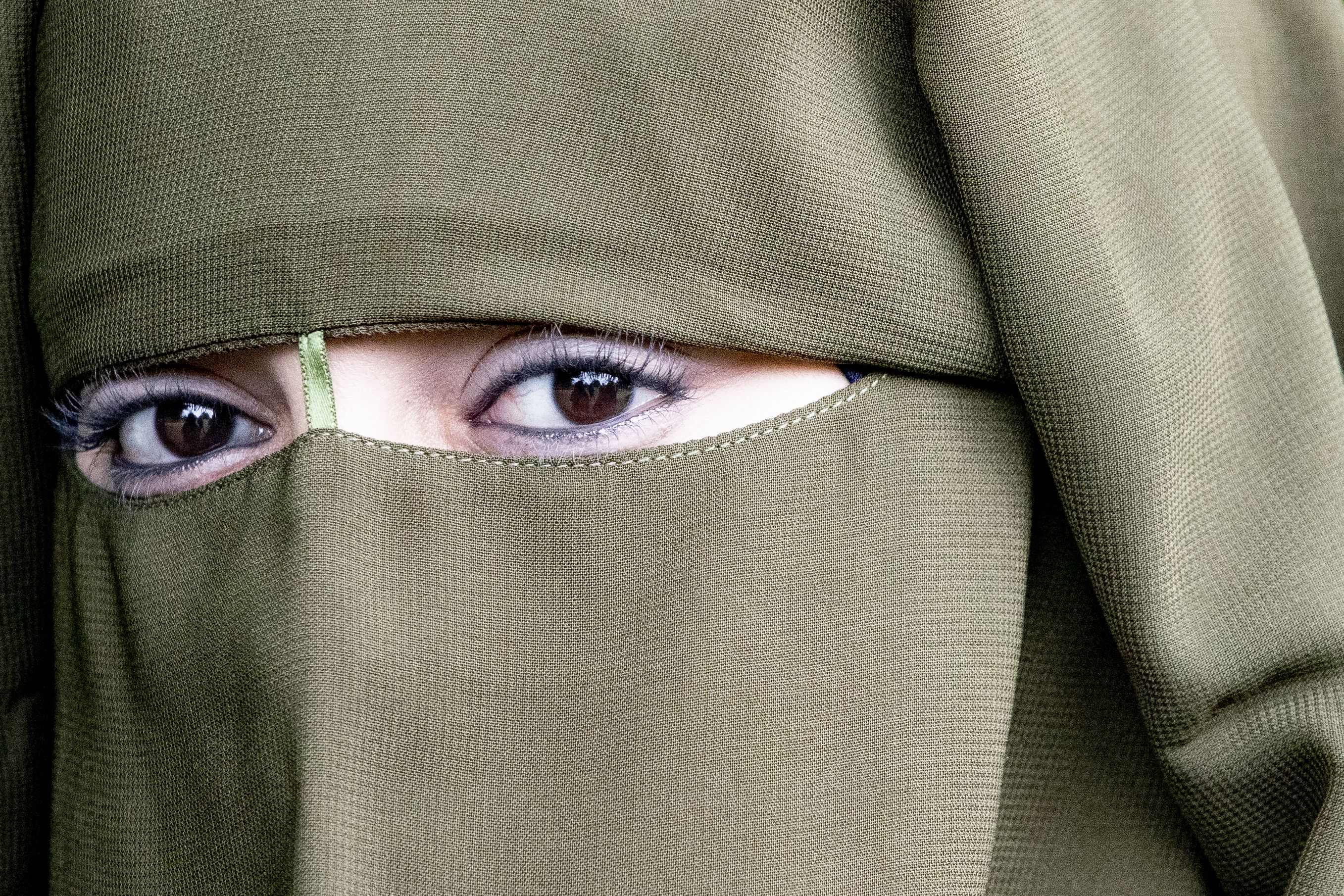 Confused about which islamic headscarf is which? Fact Check Burqas And Niqabs Are Not Comparable To Face Masks