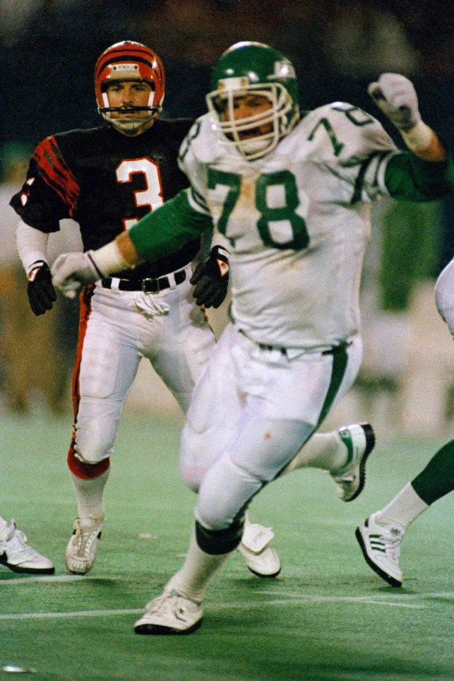 Ex-NFL lineman Barry Bennett, wife found dead; son charged with two counts of murder