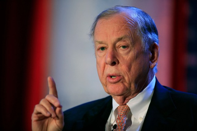 Colorful oil tycoon T. Boone Pickens dies at age 91