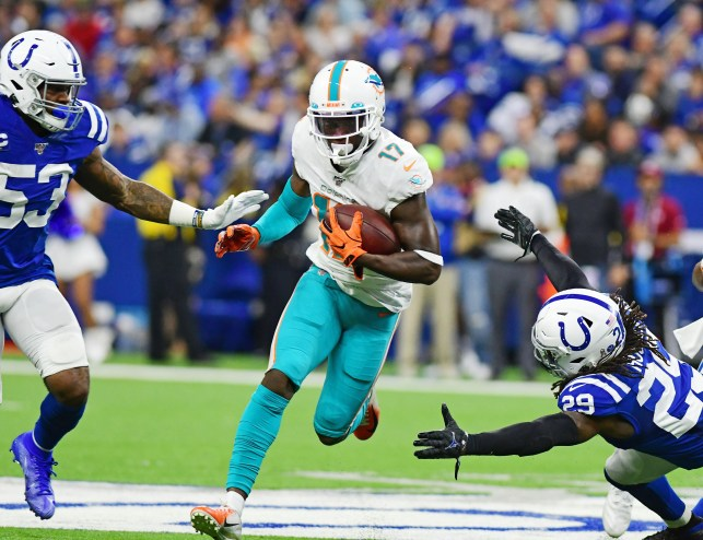 Colts suffer shocking loss to Dolphins as Vinatieri, Ebron, Hoyer struggle
