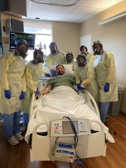 Enes Dedic surrounded by his healthcare team after recovering COVID-19 thanks to ECMO treatment.
