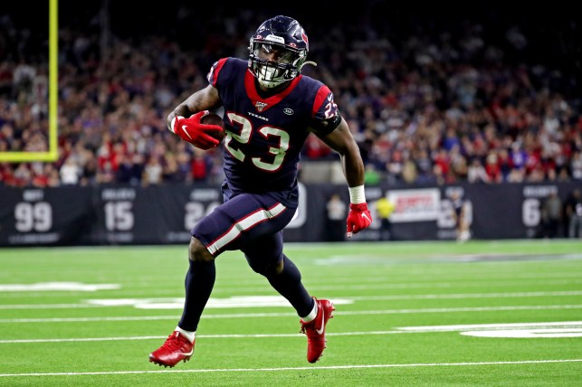 Seahawks reach deal with RB Carlos Hyde for added depth in backfield, per reports