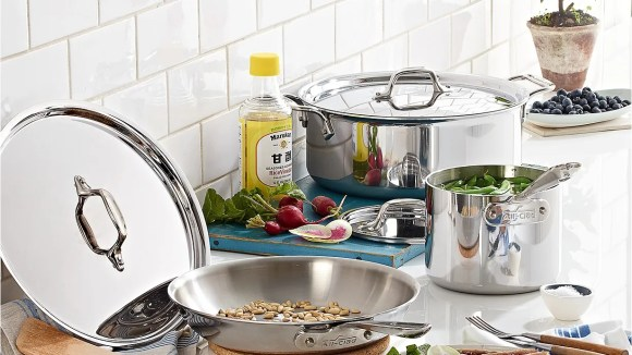 Shop to save on top-notch cookware at Macy's.