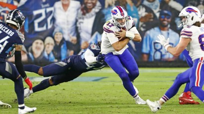 Tennessee Titans stay unbeaten by defeating Buffalo Bills