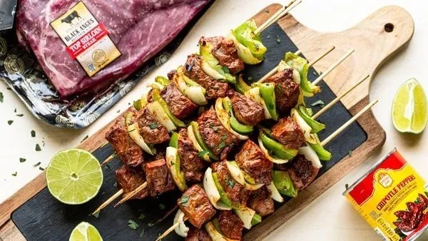 For a quick and colorful meal to throw on the grill, try these chipotle steak kabobs.