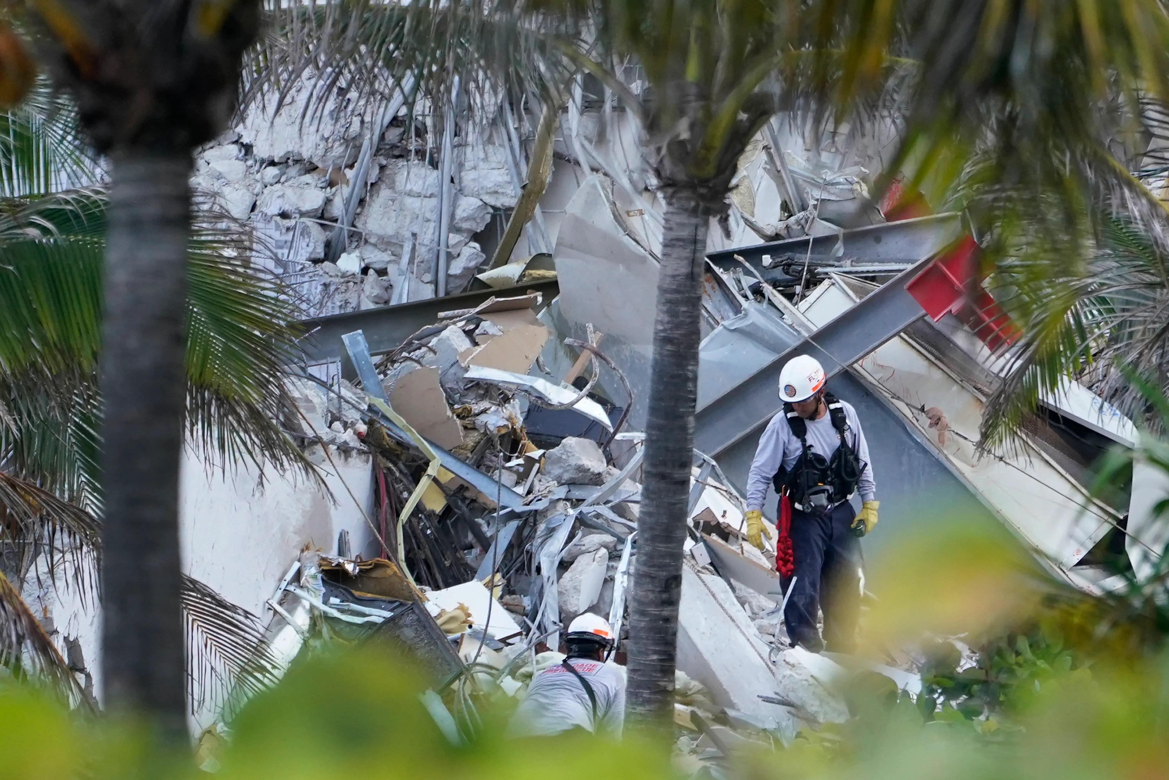 31abaf66 1587 477c 88ec ecfd90f7d9e0 AP Building Collapse Miami.2