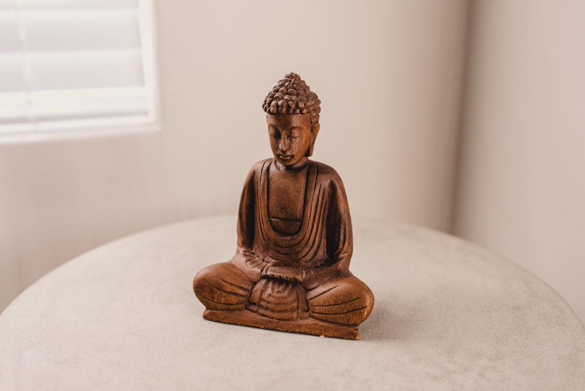 Made in Europe Lotuscrafts Meditationsbank Klappbar Dharma mit Gepolsterter Sitzfl/äche Kniesitz Meditationsbank f/ür eine Tiefe Meditation Yoga Hocker aus Holz