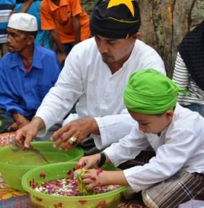 Prosesi ritual mencuci benda benda pusaka (didi yoyong)