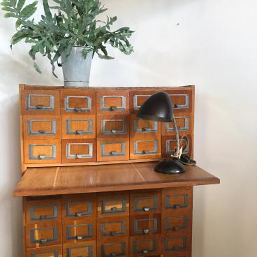 Vintage ladekast – bibliotheekkast
