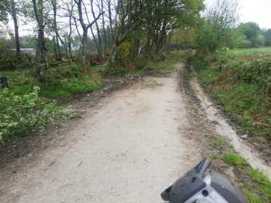 Friol camino sin asfaltado