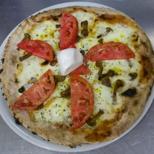 La Sorrentina: provola, chiodini, pomodori di Sorrento, olio extravergine.