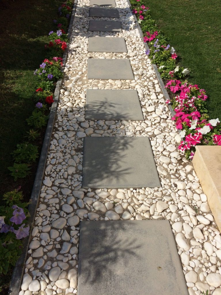 40 Simply Amazing Walkway Ideas For Your Yard - Gardenholic on Backyard Walkway Ideas id=28216