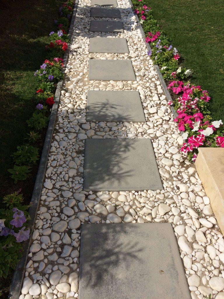 40 Simply Amazing Walkway Ideas For Your Yard - Gardenholic on Backyard Walkway Ideas  id=28216