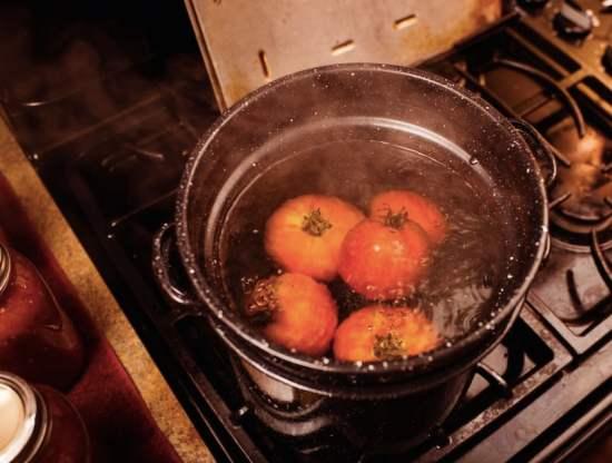 making marinara sauce