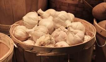 garlic in the basket