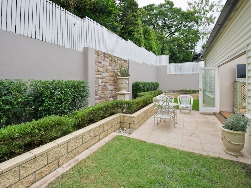 Interesting Retaining Wall Ideas That Can Improve Your ... on L Shaped Backyard Layout id=99927