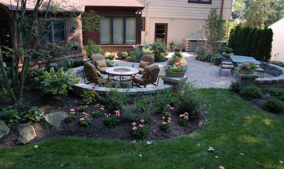 Landscape Arrangements for your House's Front - Gardening ... on Landscaping And Patios  id=41585