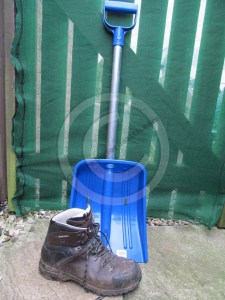 The main shovel area is approx 33cm x 28cm