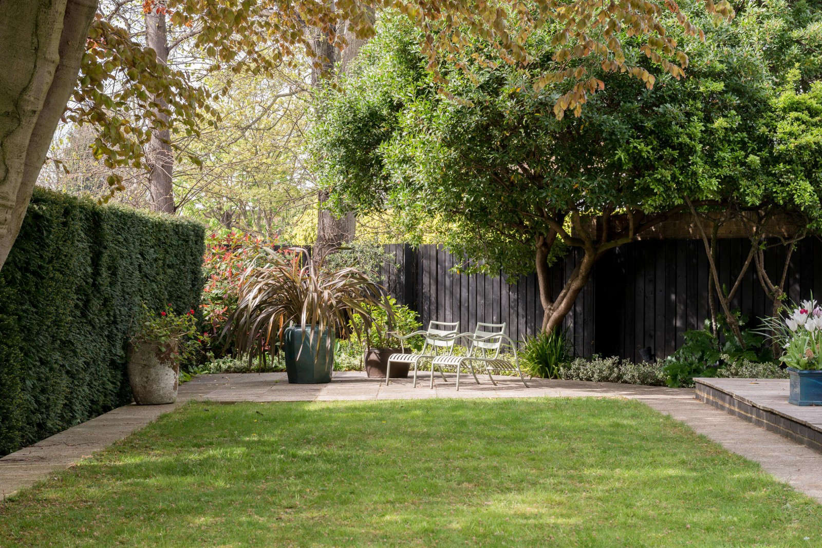 10 Garden Ideas to Steal from London - Gardenista on Mansion Backyard Ideas id=65397