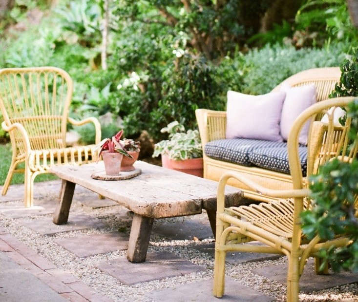 Low-Cost Luxe: 9 Pea Gravel Patio Ideas to Steal: Gardenista on Backyard With Gravel Ideas id=63998