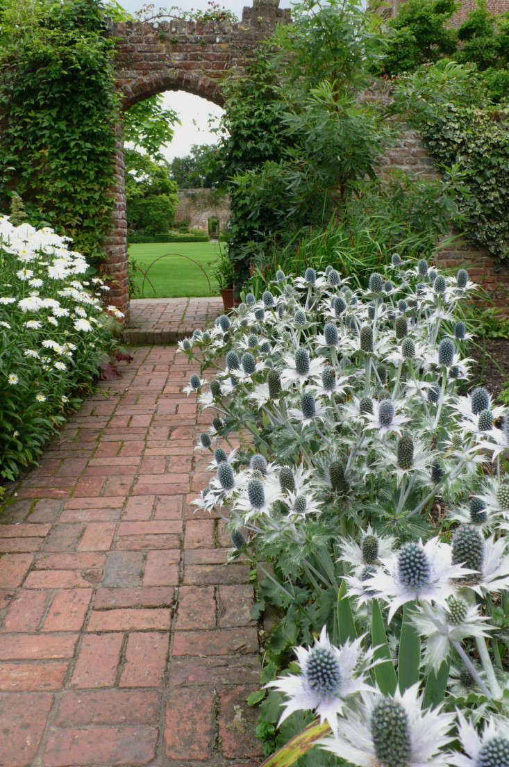 Expert Advice: 10 White Garden Ideas from Petersham ... on White Patio Ideas id=54791