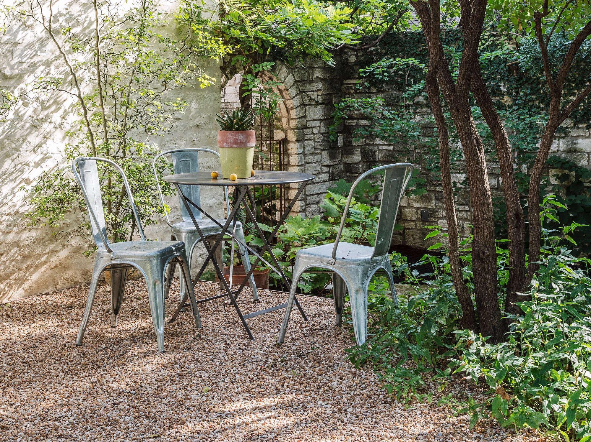 The New Gravel Backyard: 10 Inspiring Landscape Designs ... on Backyard With Gravel Ideas id=24623