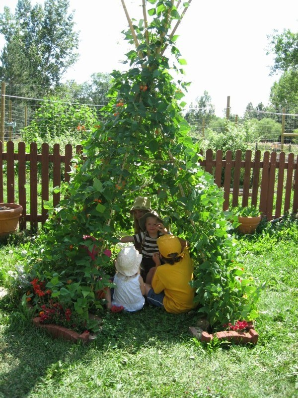 gardening-with-kids-build-teepee