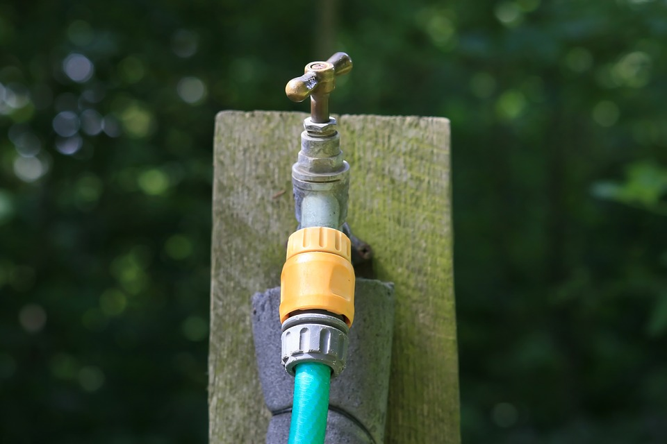 How to connect garden hose