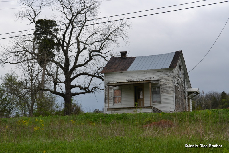 A small, lonely house in Piqua.