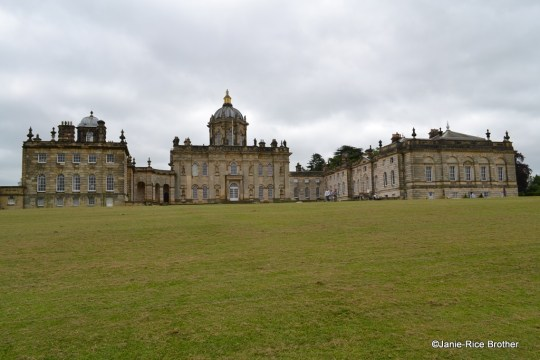 The north or entrance front of Castle Howard .