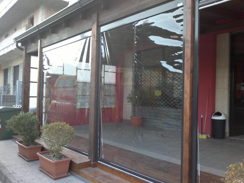 La tenda cristal con telo in pvc trasparente per esterni a scorrimento verticale, grazie alla pellicola trasparente in pvc di alta qualità,. Tende A Caduta Verticali Garden Teak Articoli Da Giardino