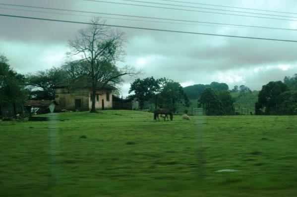 Paisagem do caminho e suas belas casas antigas.