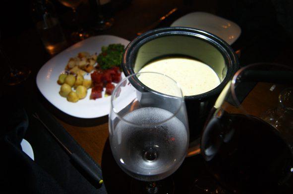 Acompanha brócolis, goiabada (amei), batatinhas e croutons (deliciosamente crocante)