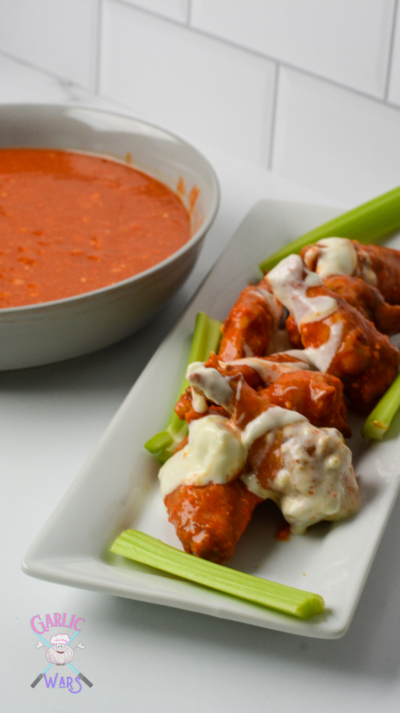 buffalo chicken wings with blue cheese sauce