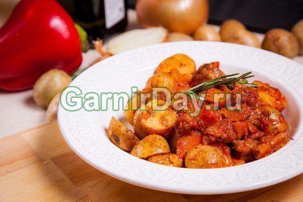 Cartofi tocați cu carne de vită tocată și adzhika