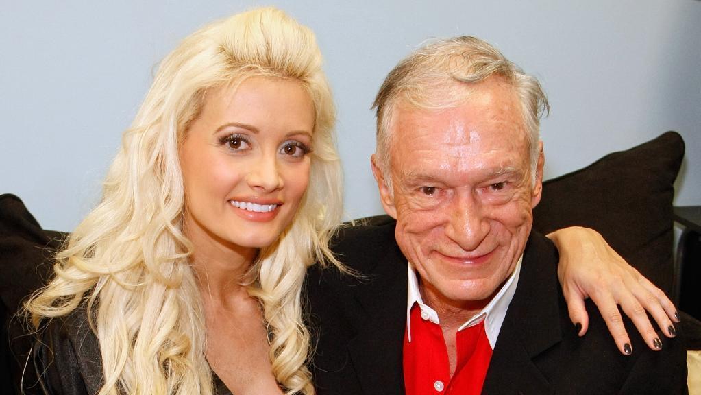 Hugh Hefner com uma de suas jovens namoradas