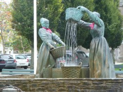 Statue of two ladies