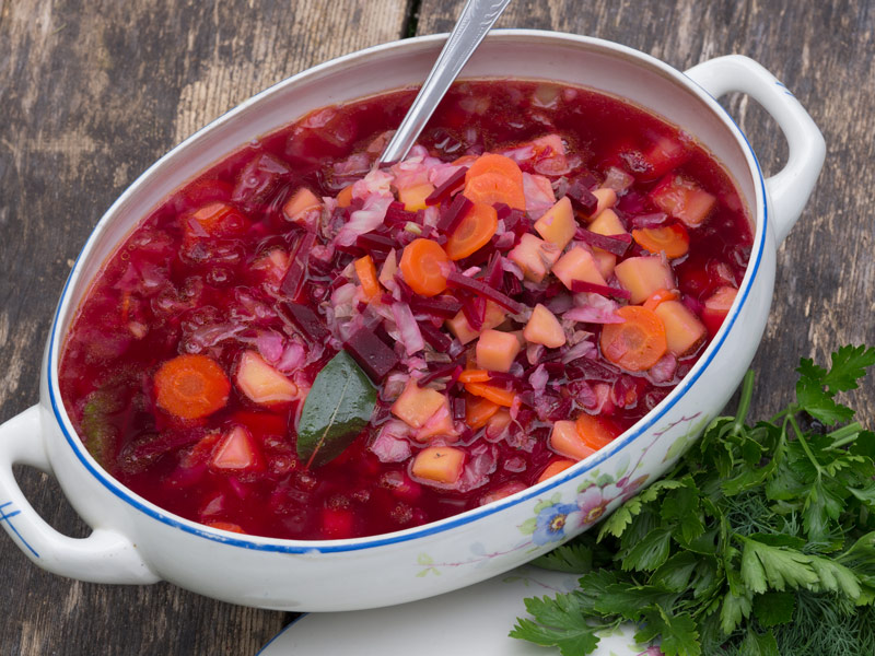 Biešu zupa ar vēršasti vai liellopa zupas gaļu